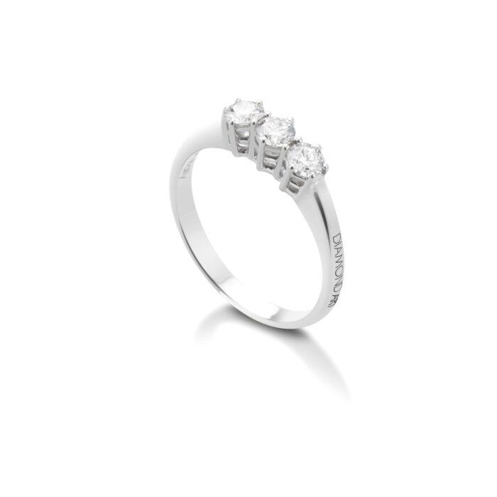 anello trilogy con diamanti in oro bianco