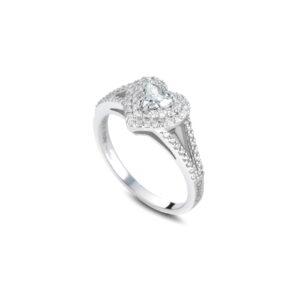 anello in oro bianco con diamante taglio cuore